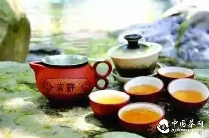 冲茶冲出泡沫,这茶正常吗?